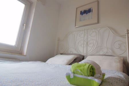 Clean & Tidy room (Near Station) - Leilighet