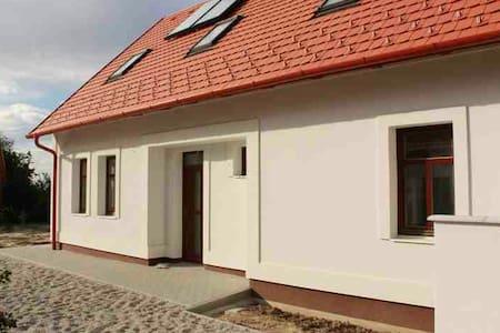Gyönyörű, Bakonyi túristaház - House