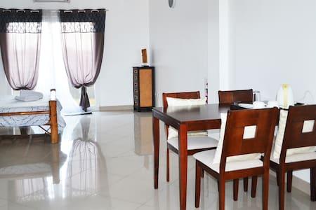 Semi-furnished Studio Apt. (Rm. 3) - Leilighet