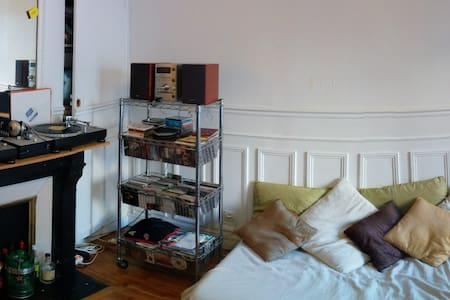 Room Paris 15th Subway Volontaire - Paris - Apartment