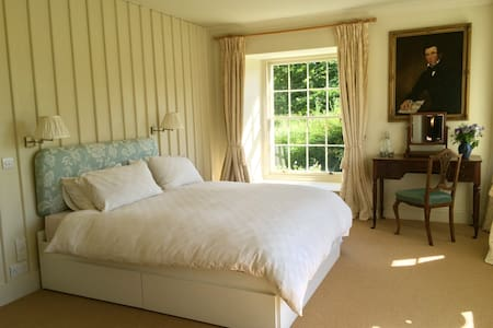 Beautiful Downstairs Master Bedroom - Colinsburgh - Casa