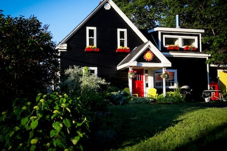 Beautiful St.Margaret's Bay Home - Chalet