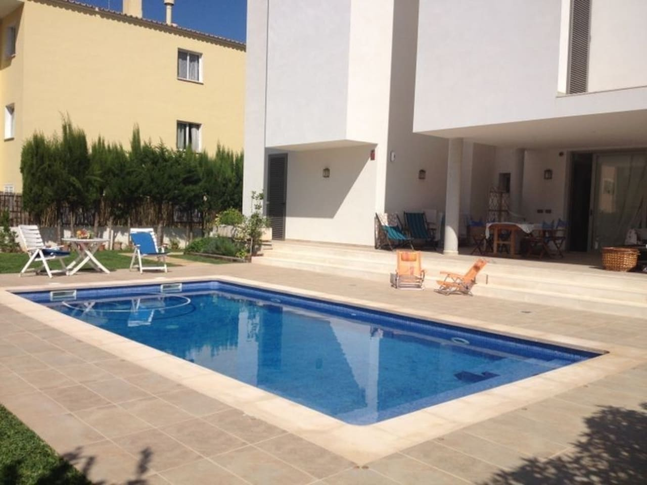 Private pool and sun solarium and terrace