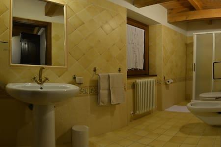 Camere ed appartamenti nel verde - Costacciaro - Bed & Breakfast