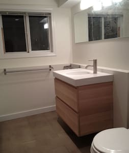 Studio Apt $70/day - GREAT LOCATION - Vancouver - Apartment