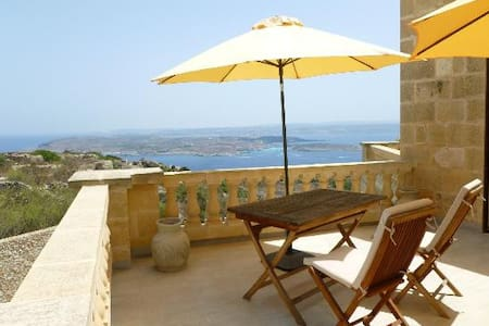 Luxury suite over Comino - Casa de campo