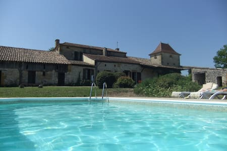 Country house with private pool 8+ - House
