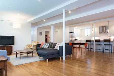 Spacious & Modern in Central JP