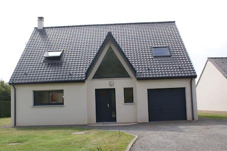 Maison spacieuse avec terrain - House