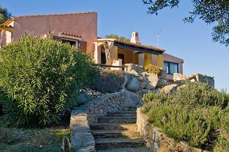 Villa indipendente con vista mare - Ruoni