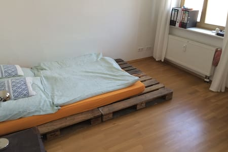 NICE ROOM IN MITTE / KREUZBERG