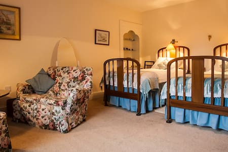 Sule Skerry Homestay - Twin Room - Dornoch - Bed & Breakfast