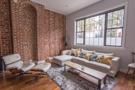 Our apartment is located on the ground floor of a 2 family dwelling on a quiet, residential block. It features high ceilings, washer and dryer, baby room and mini back yard. The apartment is a short 6 - 10min walk away from the L / M subway stops.