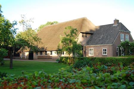 B&B Slaoperij  landelijk boerderij Drenthe - Aamiaismajoitus