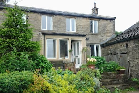 Double/twin in 17C cottage & Hottub - Holmfirth - House