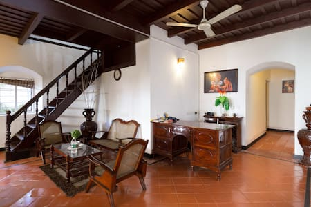 Deluxe Room at Napier, Where History Meets Luxury - Kochi - Bed & Breakfast