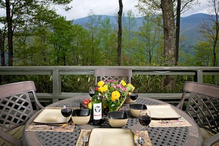 Roaring Fork Chalet at Mt Mitchell Back To Nature! - Burnsville - Dağ Evi