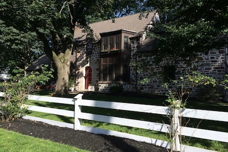 Beautiful  Tudor Home available - Bala Cynwyd - Haus