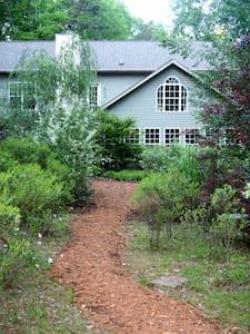Butterfly Creek Inn: YOUR homeaway - Bed & Breakfast