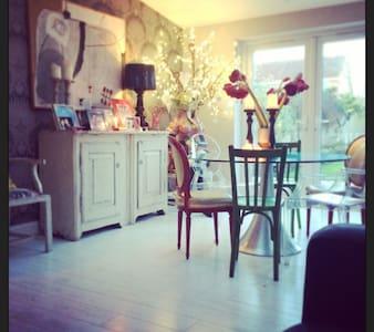 Modern substantial  family home - Hus
