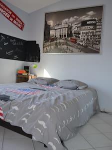 2 chambres - 10' de Cournon d'Auv - Huis