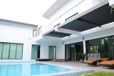 Beautiful private, quiet, tropical pool villa - Huvila