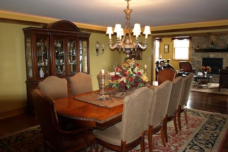 Luxury 9,000 sqft. 10 Mins to Phila - Gloucester Township - Casa