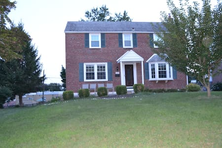 4 Bedroom Home On Main Line - Havertown - House