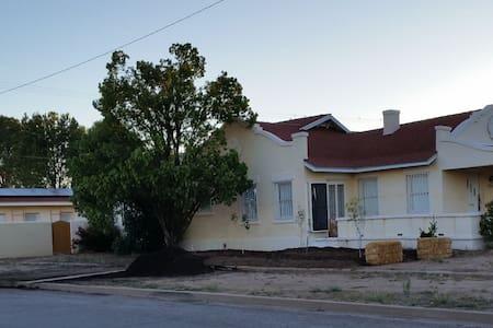1914 Douglas Desert Guest Cottage - Earth House