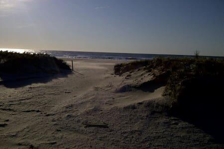 Near Atlantic City casino & beach!
