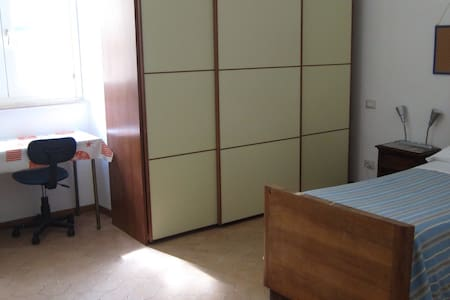Room type: Private room Property type: Apartment Accommodates: 1 Bedrooms: 1 Bathrooms: 2