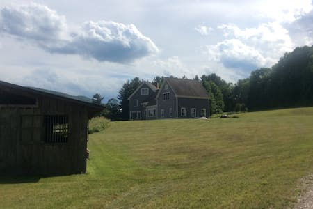 Beautiful country estate complete with horses! - Williamstown - Casa