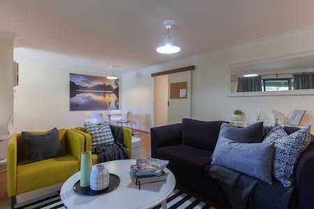 Charming Garden Apartment, Enjoy WA - Shenton Park - Daire