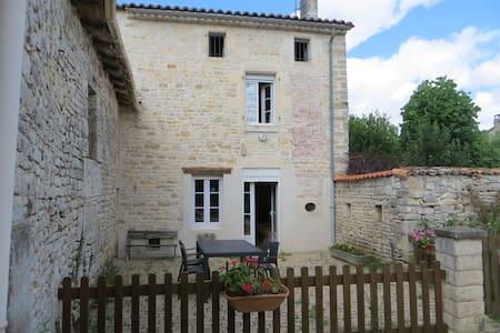 Maison 4 personnes Mansle Charente - Hus