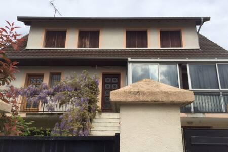 Appartement avec Chambre proche Commodités - Leilighet