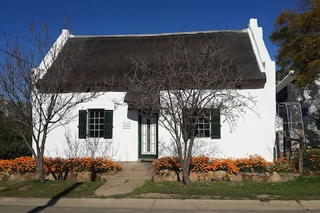 HUIS- A Cape villagestay - McGregor