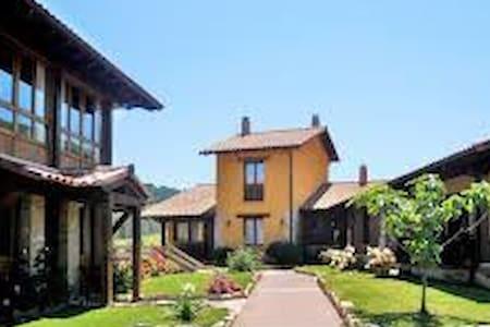 Casa rural cerca de Cangas de Onis - Llames de Parres - Townhouse