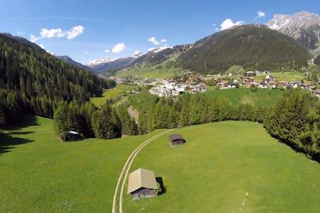 Piltriquitron Shelter - Double Room - Sankt Anton am Arlberg - Bed & Breakfast