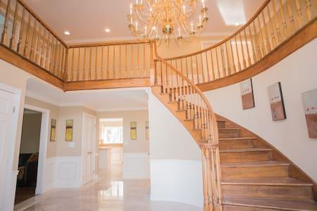 Luxury Executive Estate 1 Hr from New York City - Ev