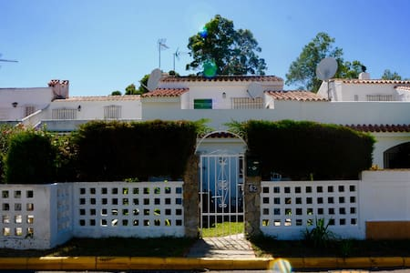 Mi Casa Tu Casa, Traditional Casita - Haus