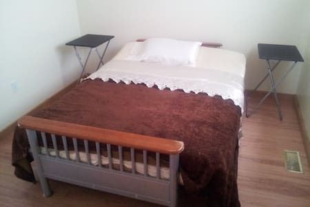 Room type: Private room Bed type: Futon Property type: House Accommodates: 2 Bedrooms: 1 Bathrooms: 0