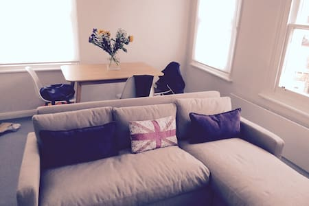 Large Flat in the heart of Clapham