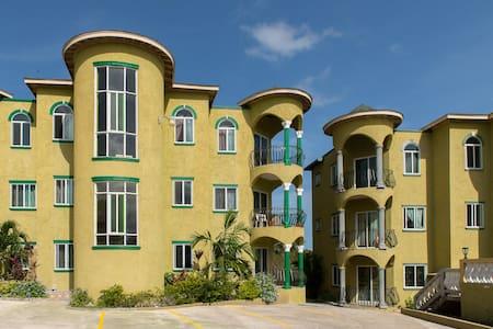 Plam Grove Montego Bay - Apartemen