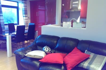 Modern ensuite bedroom near centre