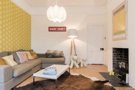 LOVELY ROOM, SAFE AREA TUBE 5 MINS - House