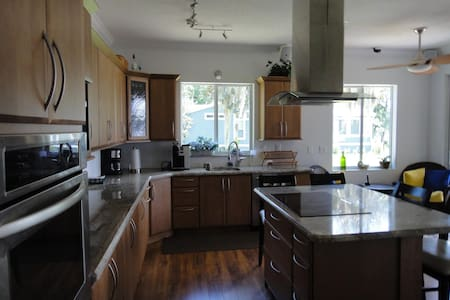 RIVERFRONT, New luxury home 3 bed - Georgetown - House
