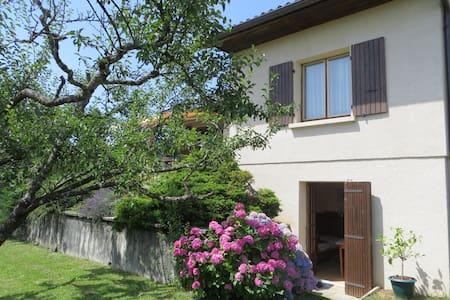 Ground floor of house in Thoiry, near Geneva - Hus