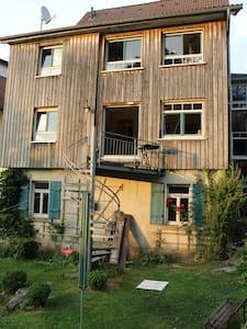 Villa Kunterbunt mit Garten - Ev