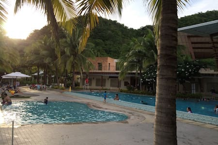 Pico de Loro Club/Hamilo Coast, beachfront condo.B - Maragondon
