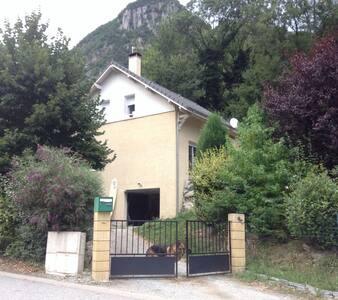 Maison Individuelle avec Jardin - Haus